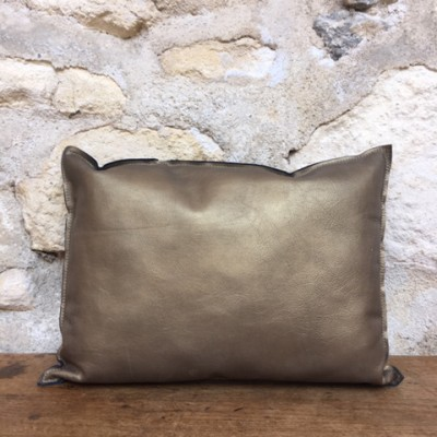 Coussin cuir or bronze - Fabrication artisanale à Arles