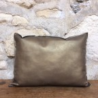 Coussin cuir or bronze